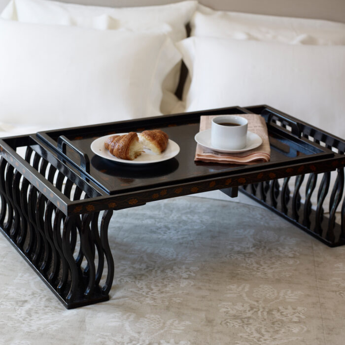AC-906 BED TABLE